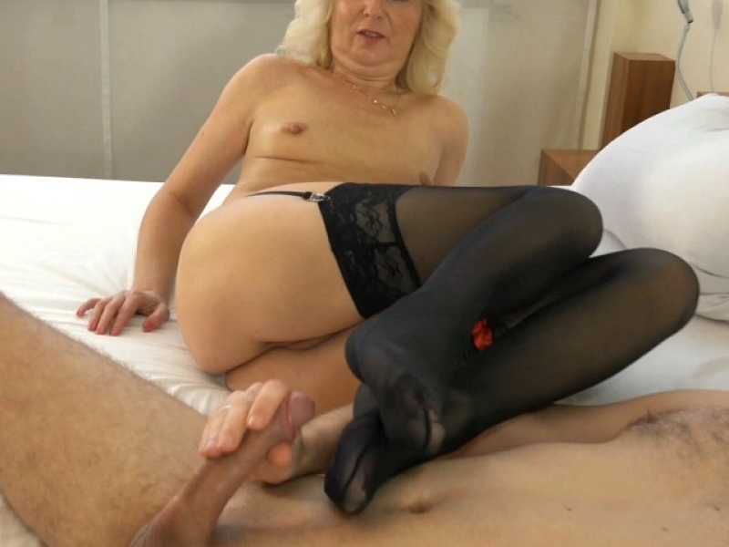 Mein geilster Nylon Footjob ever!